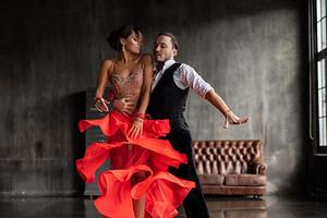 Танго втроем: 7 подсказок, которые помогут узнать, есть ли у мужа любовница