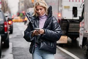 С чем носить черный пуховик: 28 модных образов на каждый день (фото)
