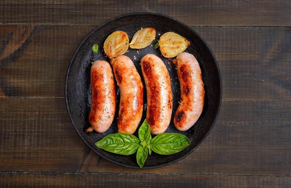Как правильно варить и жарить сосиски: 5 простых вариантов