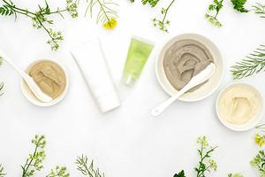 7 ингредиентов в натуральной косметике, которые помогают бороться с первыми признаками старения