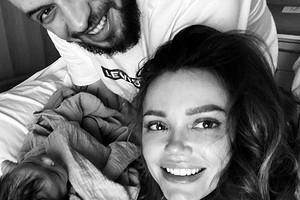 «Любовь выглядит так»: рэперST иего жена Ассоль впервые стали родителями