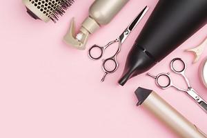 Как использовать пудру для волос: 2 простых способа для идеального объема