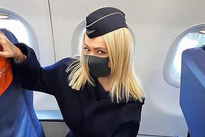 Яна Рудковская организовала производство гламурных масок на карантине (видео)