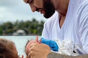 Джиган после скандала впервые увиделся с новорожденным сыном (видео)