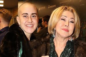 «Нелюблю маму»: дочь Любови Успенской заявила, что боится преследований (вовсем винит мать)