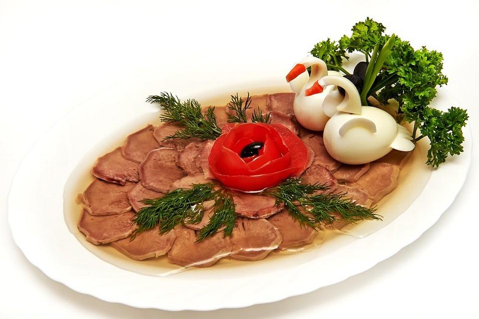 Как правильно сварить холодец из свинины: 6 проверенных и простых рецептов