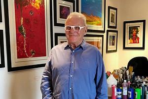 82-летний Энтони Хопкинс показал, как музицирует с котом в самоизоляции (видео)