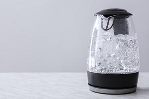 Как очистить чайник от накипи лимонной кислотой: 2 проверенных способа