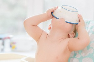 Как научить ребенка есть ложкой: 7 правил и 4 приема, которые ускорят процесс
