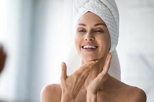 Как избавиться от жирной кожи лица: 6 рекомендаций и 8 эффективных масок