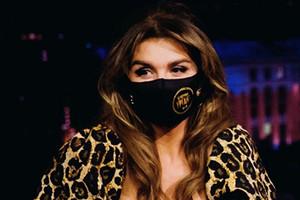 Анну Седокову раскритиковали за продажу «леопардовых» масок