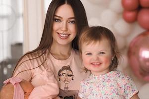 «Сердце вот-вот разорвется»: Анастасия Костенко поделилась милым фото сдочерьми