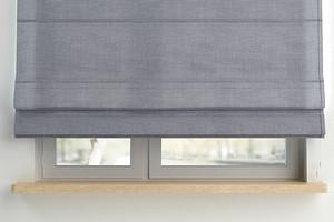Как стирать рулонные шторы, чтобы не испортить их: 4 проверенных способа