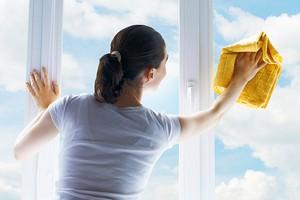 Как помыть окна снаружи на высоком этаже: 4 безопасных способа (бояться не надо)