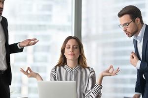 Как перестать нервничать на работе: 6 советов психолога