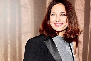 Екатерина Климова поделилась кадрами в откровенном платье и чулках