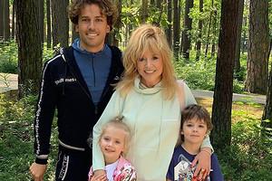 Максим Галкин поздравил всех женщин своей семьи трогательным видео