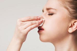 11 причин, почему течет кровь из носа у взрослого