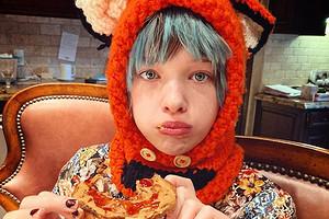 Дочь Миллы Йовович написала на русском языке сказку про крысу и жабу (видео)
