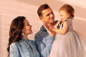 Дмитрий Тарасов посадил на шею Костенко с дочерью (и запустил челлендж)