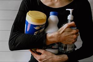 Чем обеззаразить руки от вирусов: мифы и правда о мыле и антисептиках