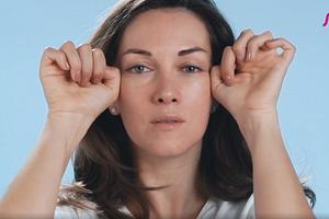 Императорский массаж Кобидо: 3 приема для области щек и глаз (видео)