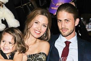 Виктория Боня съехалась с отцом своей дочери Алексом Смерфитом