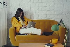 Пижамы в сторону: 3 модных образа для работы из дома (и не только)