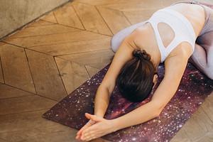 5 поз из йоги, которые снимут стресс за 5 минут