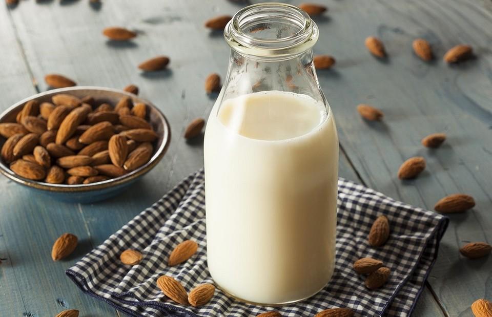Как сделать миндальное молоко в домашних условиях: 4 простых рецепта и 4 способа применения