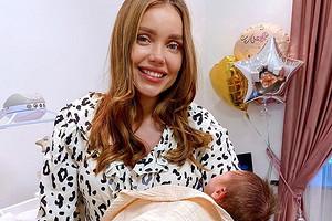 Жена рэпера ST поделилась милым фото с новорожденной дочерью