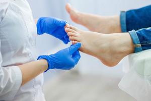 Деликатный вопрос: как правильно лечить грибок кожи ног, чтобы полностью избавиться от недуга