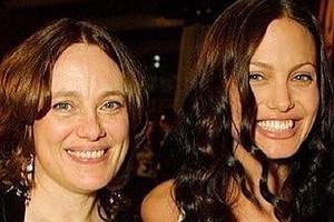 Анджелина Джоли рассказала о разводе родителей и о том, как пережила смерть матери