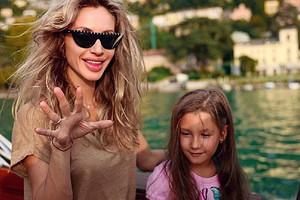 «Самоизоляция напользу»: 8-летняя дочь Светланы Лободы устроила маме фотосессию вванной