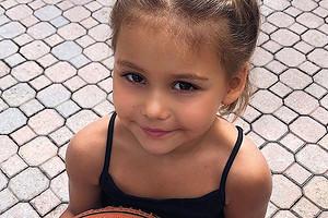 Оксана Самойлова повторила заКайли Дженнер ипоставила «сладкий эксперимент» над дочерью (видео)