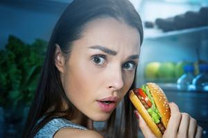 Еда или жизнь: 8 признаков того, что у тебя пищевая зависимость
