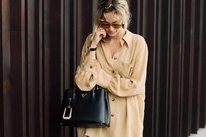 Размер не имеет значения: с чем носить женскую рубашку оверсайз (50 крутых образов на все случаи жизни)