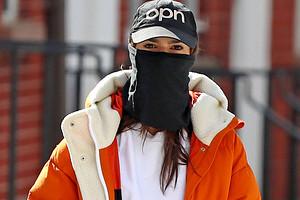 Новый модный аксессуар: необычные маски, которые звезды носят во время пандемии