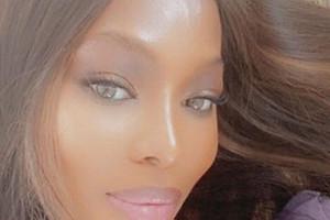 «Недумала, что доживу»: Наоми Кэмпбелл исполнилось 50лет