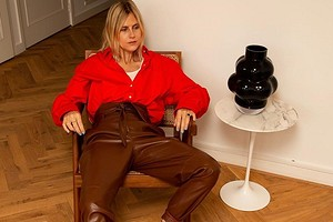 В театр, офис и на вечеринку: с чем носить женские коричневые брюки (50 стильных образов на все случаи)