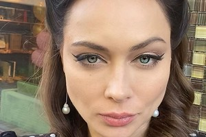 «Как вомне уживаются две эти женщины?»: Настасья Самбурская предстала вобразах злодейки икрестьянки