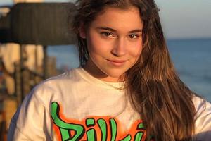«Мамина подводка под рукой»: 12-летняя дочь Алсу сделала себе необычный макияж
