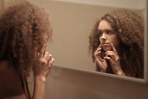 Вечная молодость: 12 привычек, от которых ты быстрее стареешь