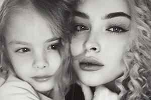 «Секрет худобы— колеса»: 6-летняя дочь Тимати иАлены Шишковой насмешила маму своим бьюти-советом (видео)
