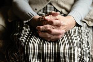 «Молюсь за нее каждый день!»: пенсионеры благодарят соцработников