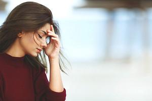 Как самостоятельно избавиться от навязчивых мыслей, тревоги и страхов: 4 действенных совета от психолога