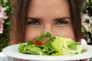 Почему при сильном насморке вкус еды не ощущается (и чем это опасно)