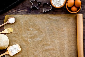 Как использовать бумагу для выпечки и смазывать ли маслом (спойлер: зависит от вида)