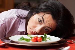 Маловато будет: 6 признаков того, что ты не добираешь калорий на своей диете (и чем это опасно)