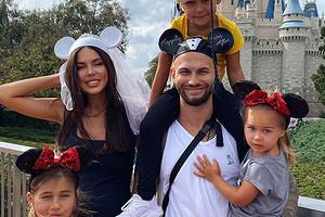 Оксана Самойлова и Джиган подарили дочерям бородатых ящериц (видео)